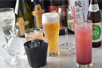 飲み放題もできます。 コース料理に+1500円で40種類飲み放題!